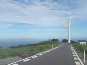 風車と伊豆大島